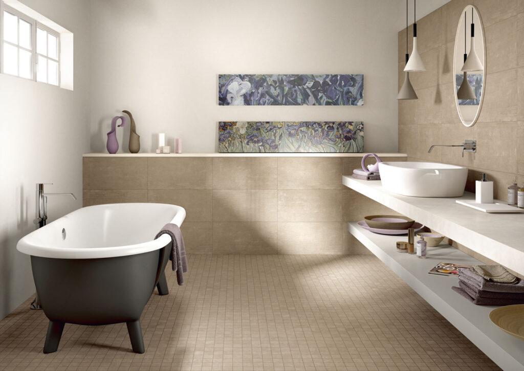 Fliesenboden im Badezimmer mit Mosaik